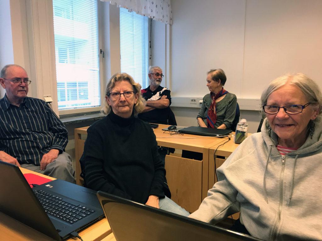 PRO i Malmö har datorkurs för sina medlemmar.